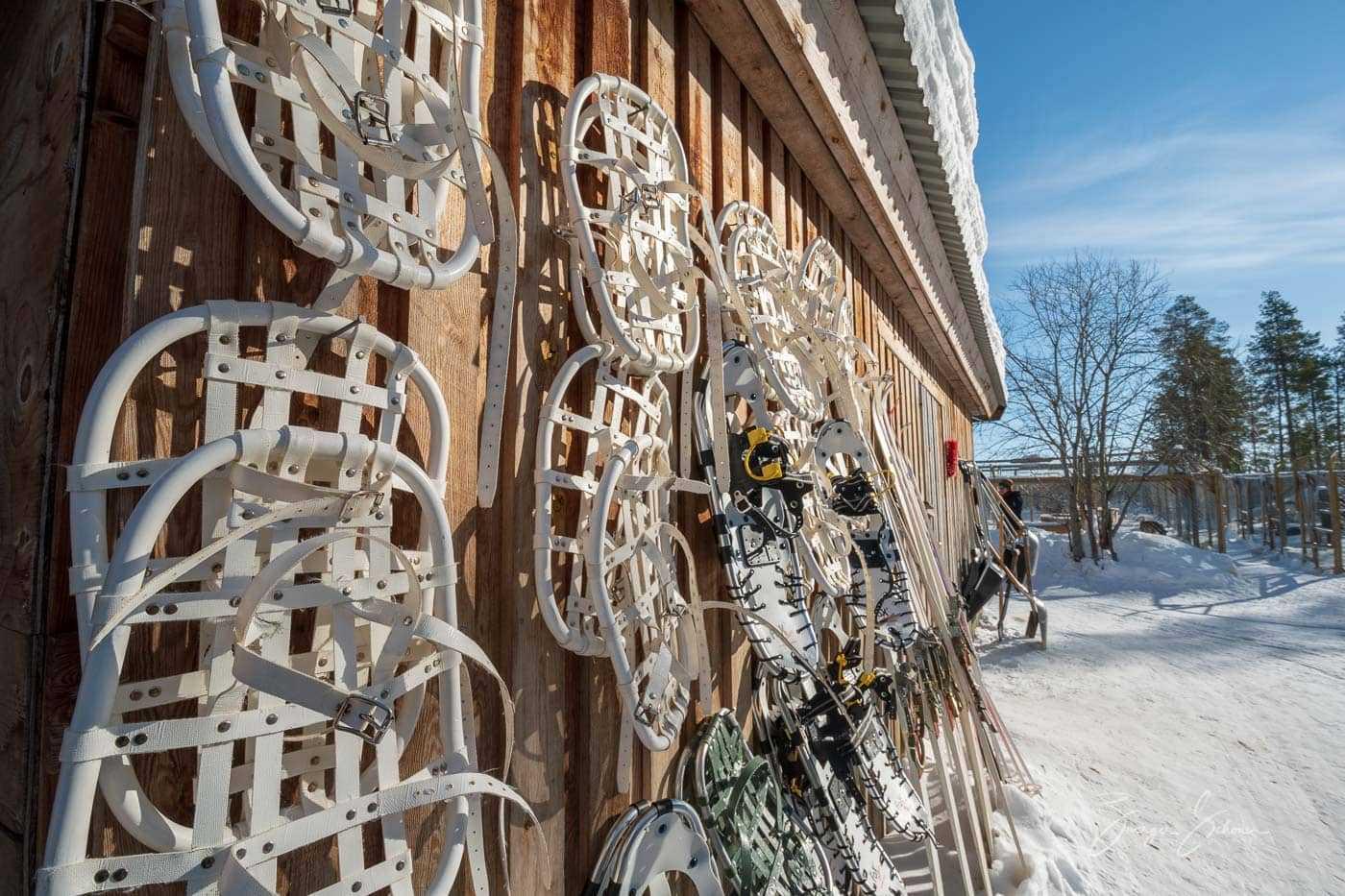 Schneeschuhe am Hütte