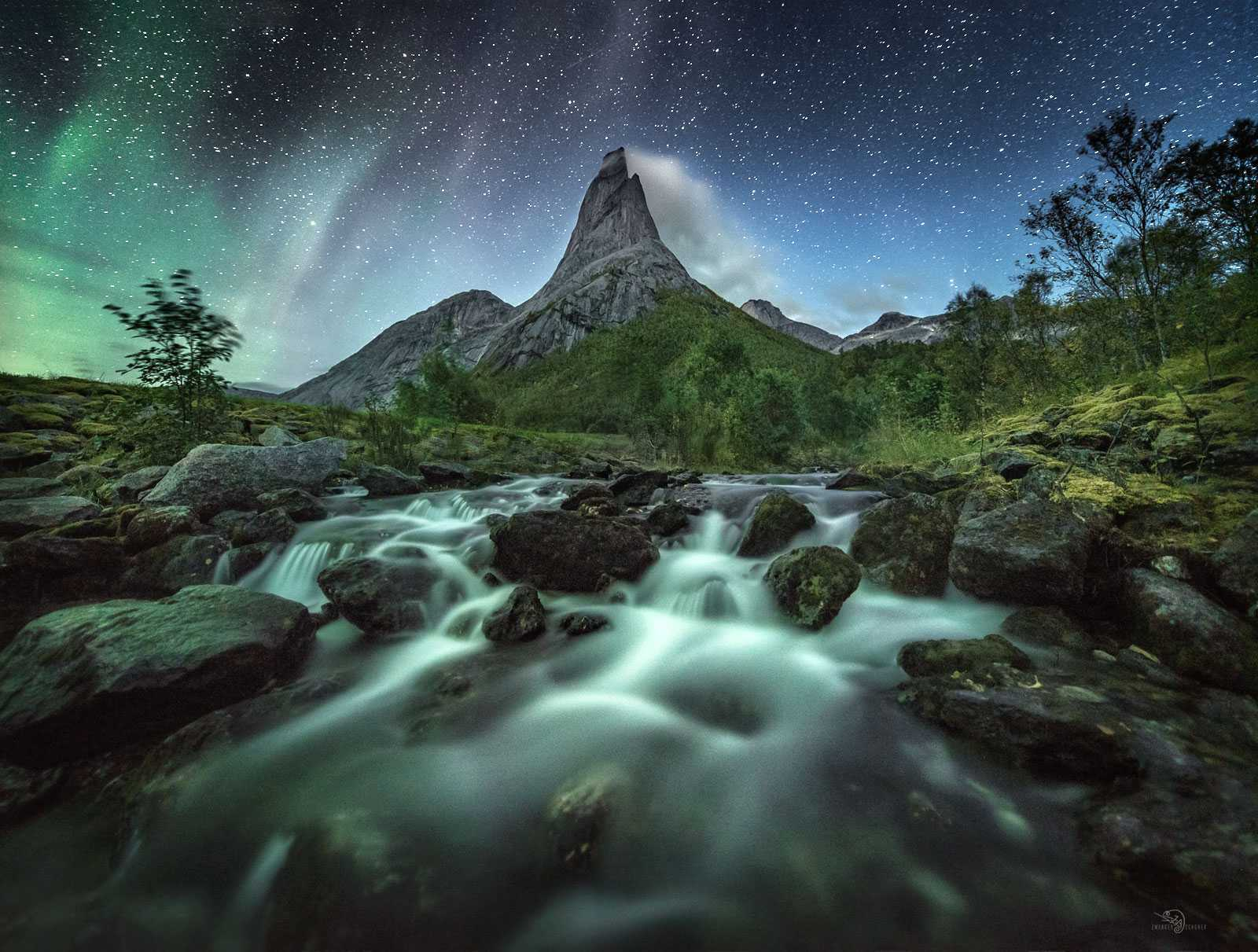 Der Stetind ist ein 1.392 m hoher Berg am Tysfjord in Nord-Norwegen.